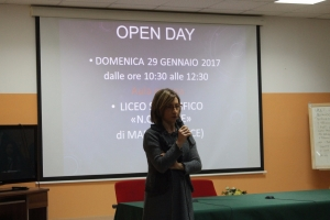 La D.S. saluta i partecipanti all'Open Day